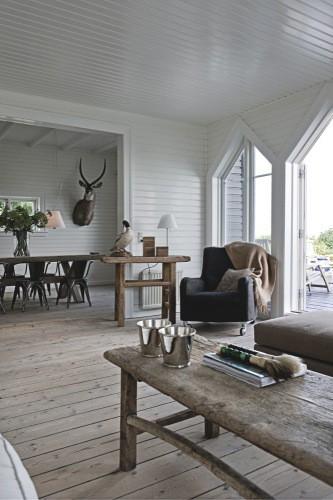 Rustik indretning stue spisestue raa bolig traaebord plankebord
