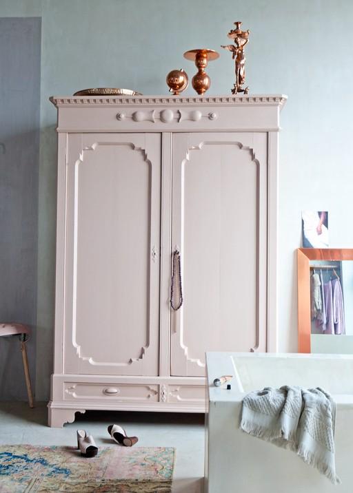 mal-interior-moebler-malede-indretning-bolig-skab-vintage-karlekammerskab