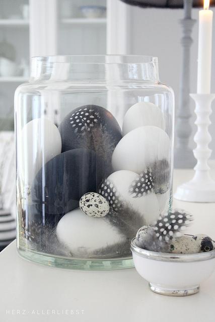 egg-paaske-easter-diy-black-hvid-sort-fjer-grafisk