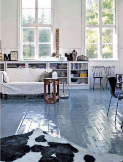 epoxy-gulv-grå-blank-indret-boligindretning