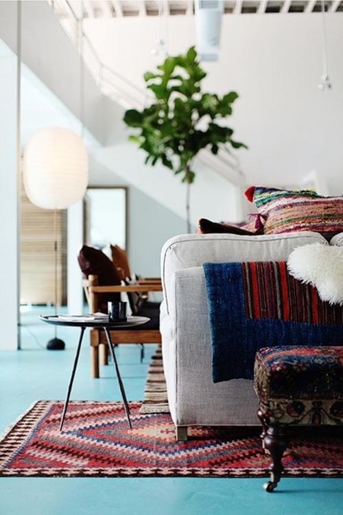 turkis-gulv-malet-indretning-bolig