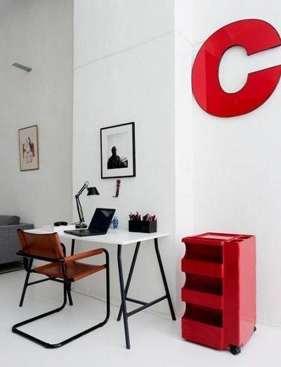 kontor-bogstav-facadebogstave-vaegge-skrivebord-hjemmekontor-indretning-bolig
