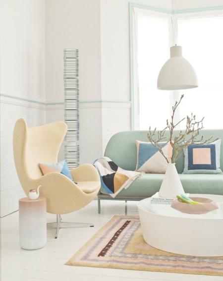 pastel-arne-jacobsen-aegget-stol-indretning-bolig