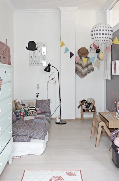 boernevaerels-indretning-interior-fraa-pigevaerelse