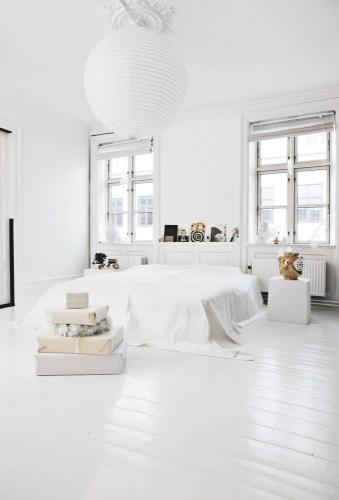 hvidt-hvid-indretning-interior-sovevaerelse-bedroom