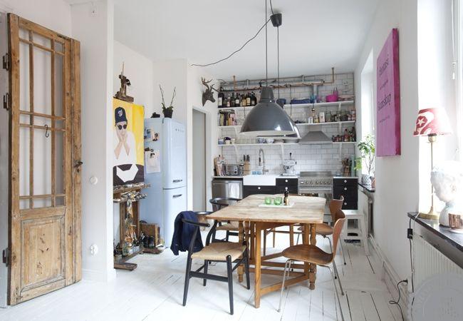 Koekken-indretning-gulve-hvide-malede