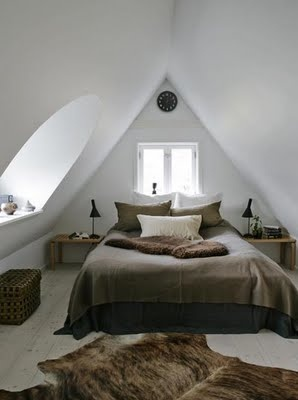 skraa-vaegge-indretning-sovevaerelse