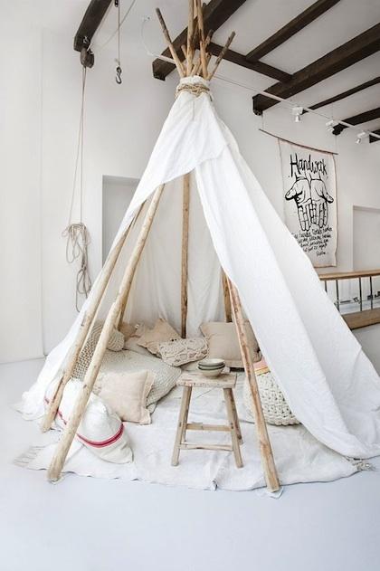 telt-hvid-indretning-indendoers