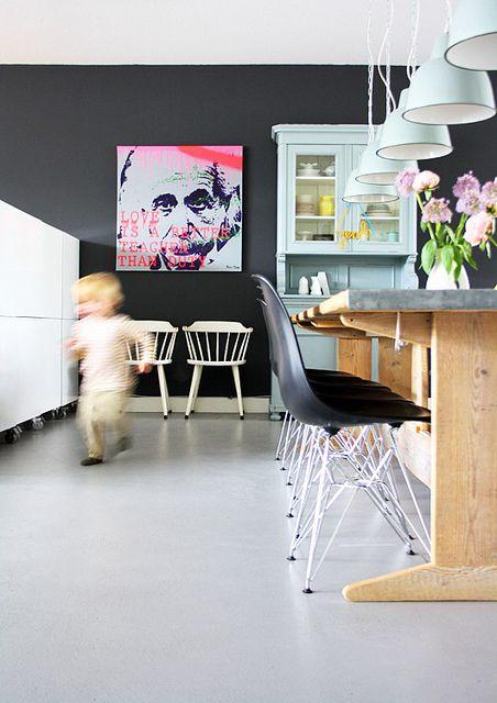 sort-vaeg-indretning-bolig-spisestue