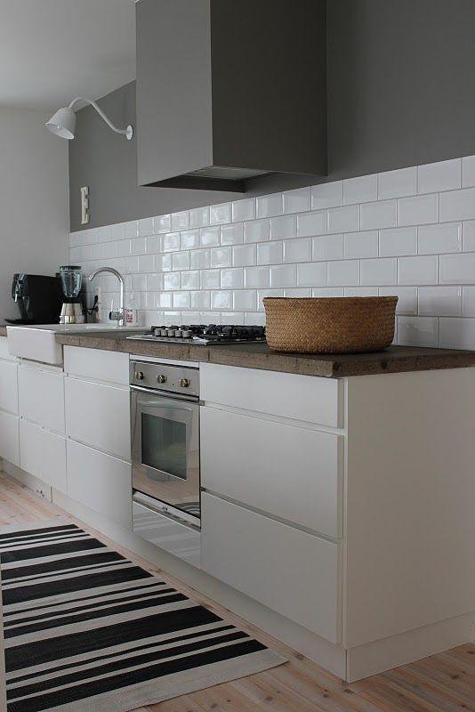 stringent-stilrent-enkelt-koekken-indretning-bolig-interioer