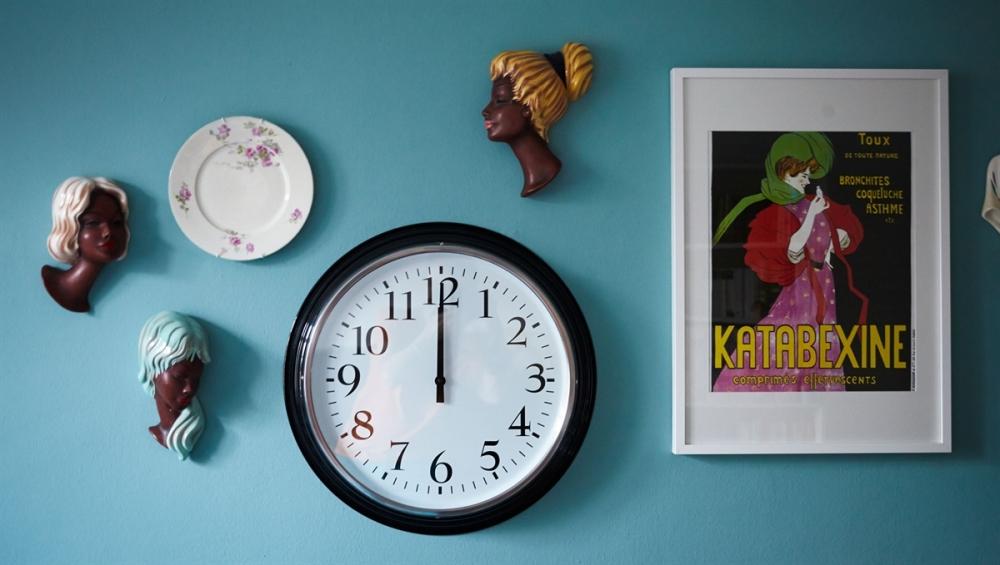 turkis-vaeg-dekorationer-indretning-maling