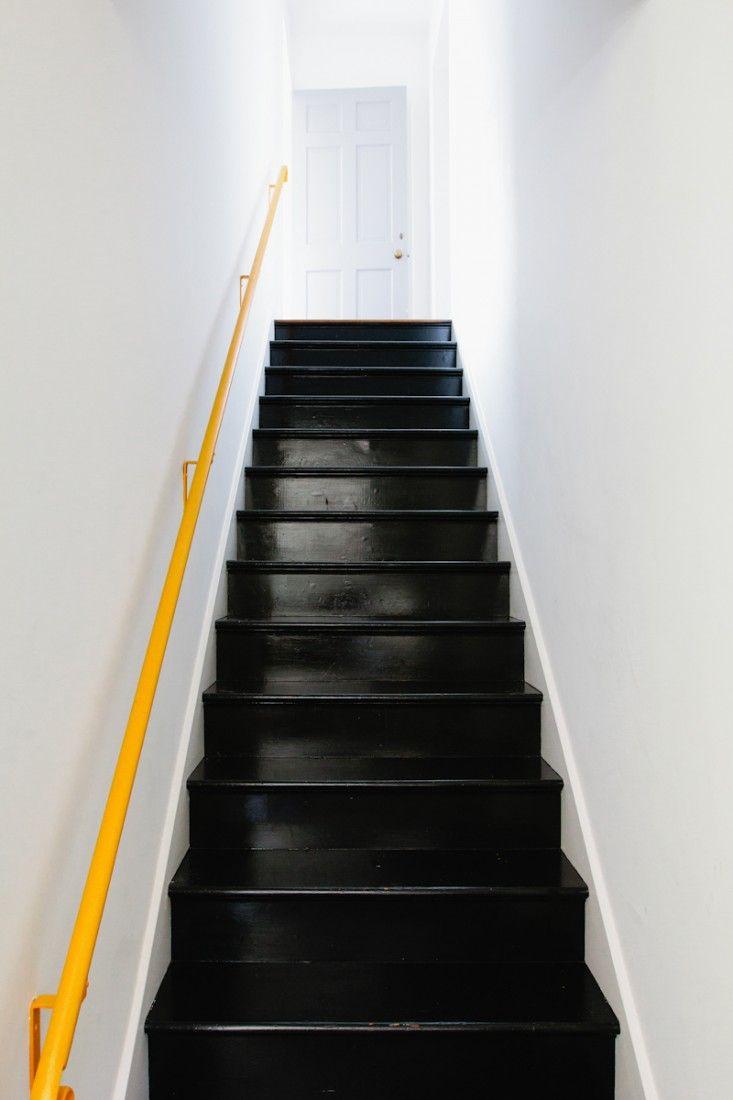indretning-trappe-entré-sort-gulv-gulvmaling