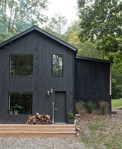 sort-hus-traehus-facade-maling