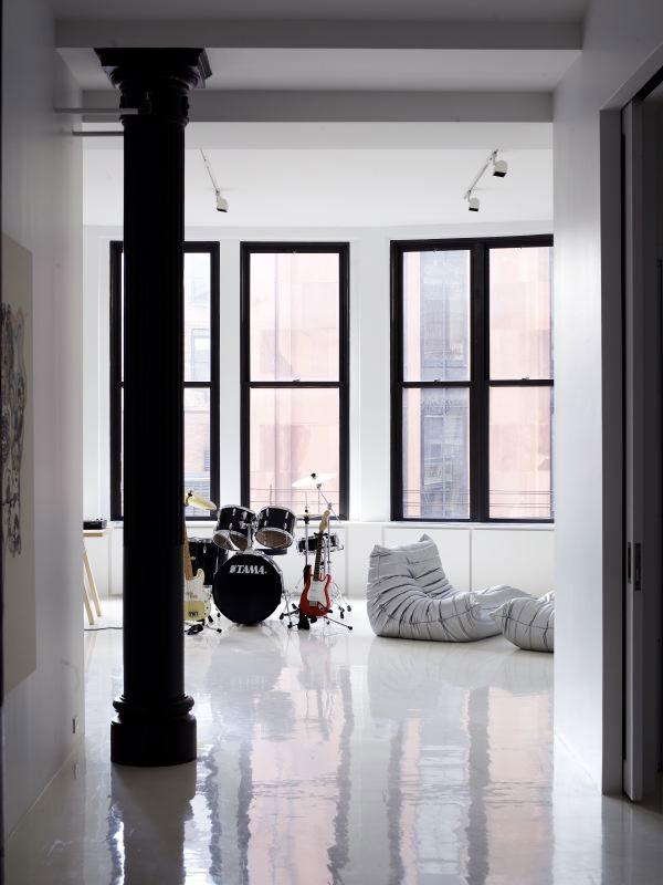 hvide-gulve-bolig-indretning-stue