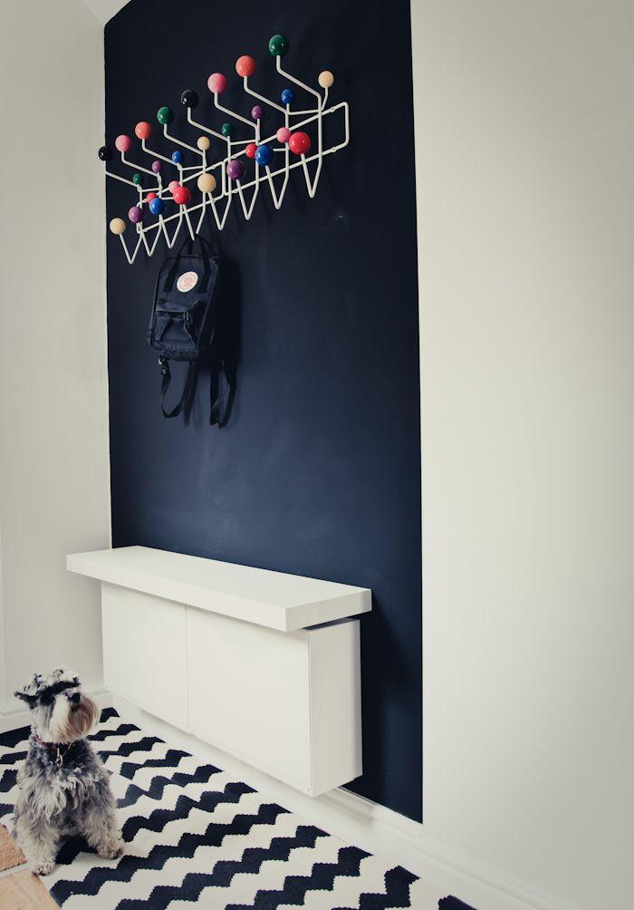 indretning-sort-vaeg-entre