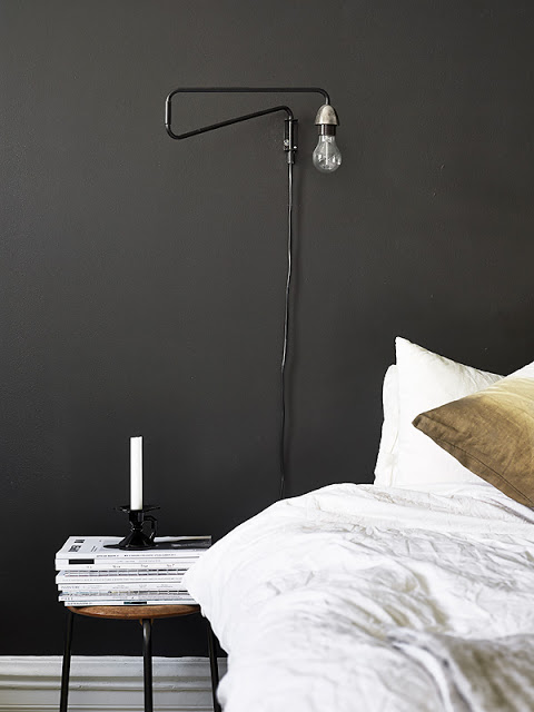 black_wall_bedroom_lamp_emmas_designblogg_51ab1637e087c31e96365230