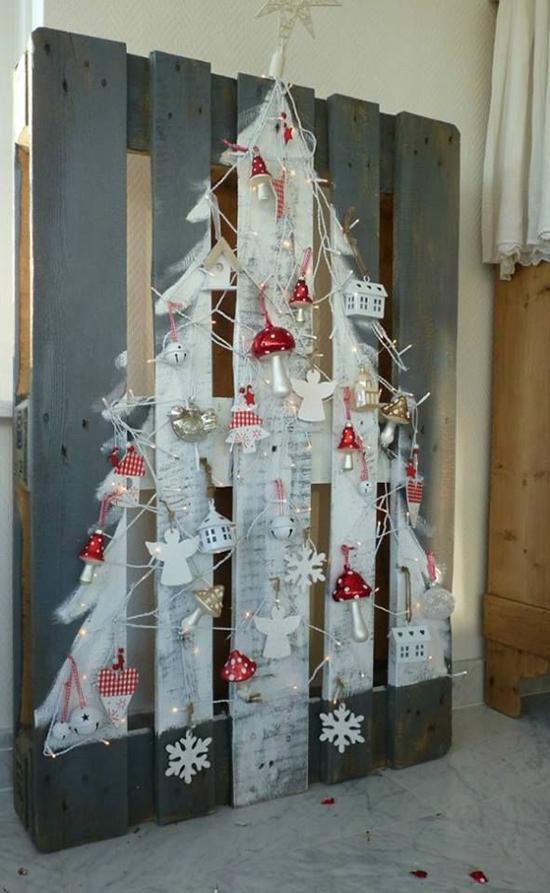 Juletræ lavet af palle