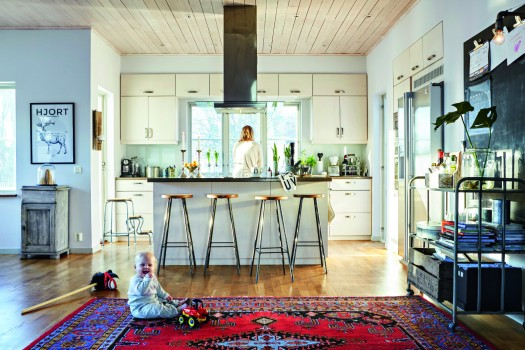 beckers-kitchen-creme5167-duva753-skiffer5168-skoltavelcolorblack-home-at-the-hjort-family-sweden