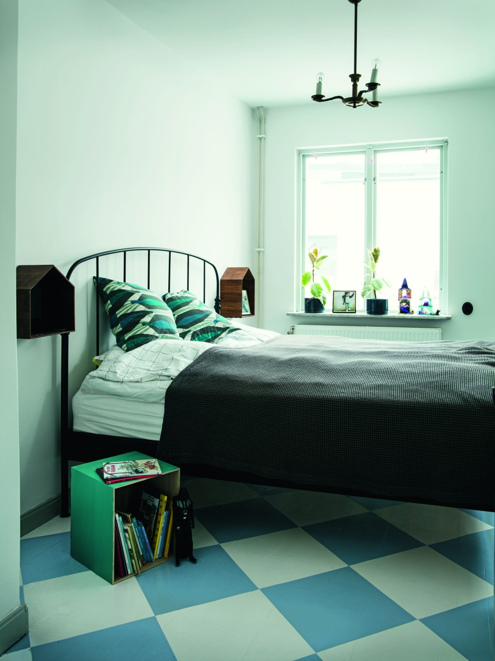 beckers-bedroom-sno816-duggregn778-aqua764-himmelsbla742-renovated-studio-sweden